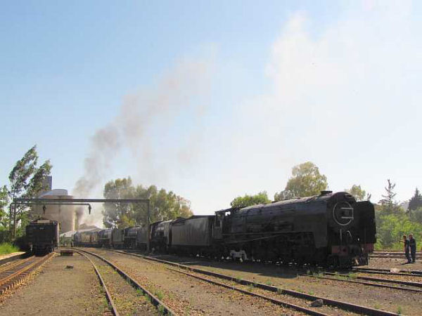16_-_Relocation_-_Shunting_past_the_gantry