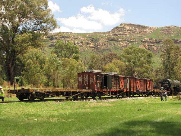 32_-_Relocation_-_Wagons_shunting_home